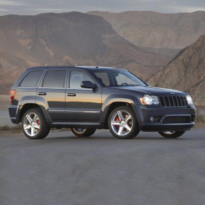 2010-Jeep-Cherokee-SRT8-Image-001 copia-4